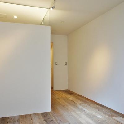 カフェのような空間※写真は別部屋、間取り反転