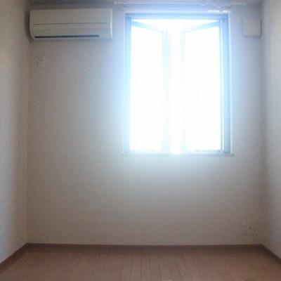 寝室としては、ちょうど良い明るさです