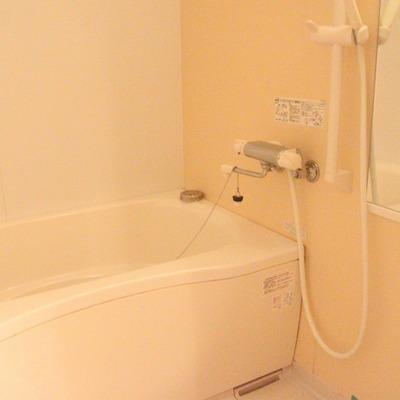 追い焚き機能の付いたお風呂。バスタブも大きい