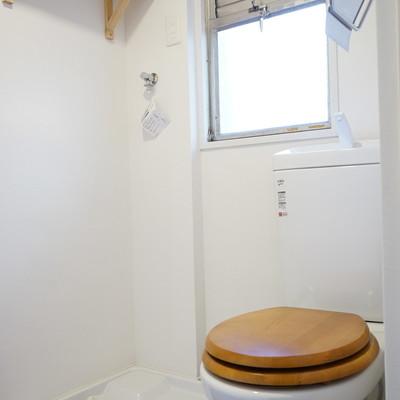 木製の便座付きのおトイレに◎