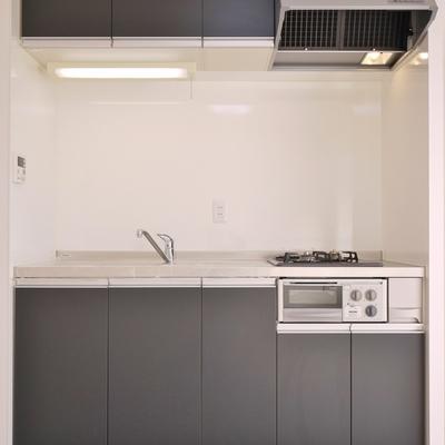 ブラック高級感のあるシステムキッチン。