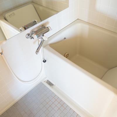 お風呂は追い炊きつき。※前回募集時の写真です