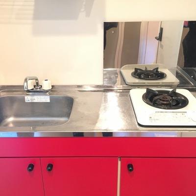 キッチンの赤が素敵!
