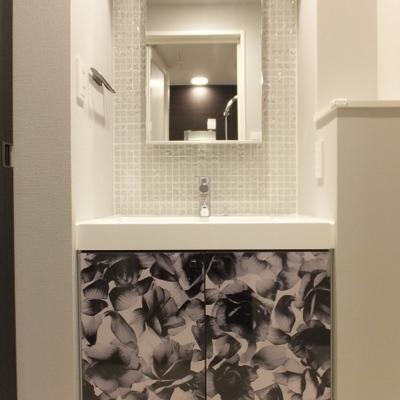 洗面台もキッチンと同じお花のデザイン