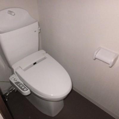 トイレは個室!4階部分にあります