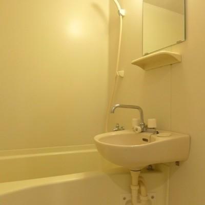 お風呂も綺麗ですねー