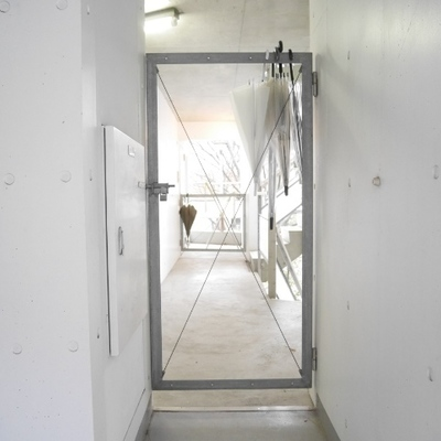 バルコニーから玄関みえます