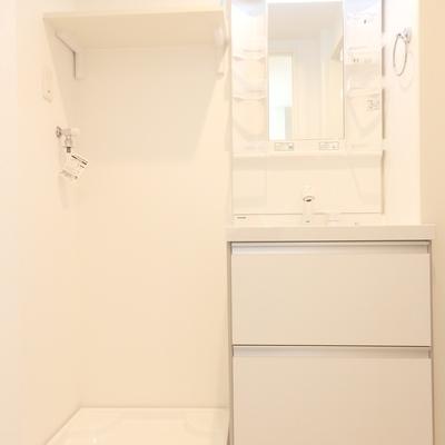 独立洗面台も清潔感たっぷり。