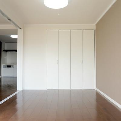 寝室の収納スペース
