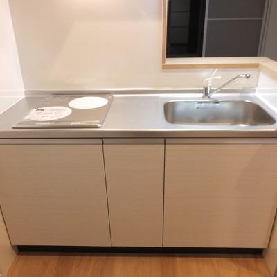 キッチンはIH2口。収納は普通なので自分で中に棚を置いたりしたい