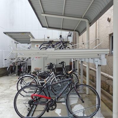 自転車置き場は屋根付きです!
