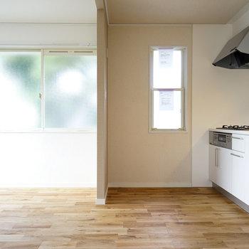 キッチン横にも窓!※写真は前回募集時のものです