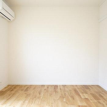 すっきりした寝室※写真は前回募集時のものです