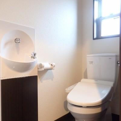 トイレにはミニ洗面が!嬉しい気遣い。