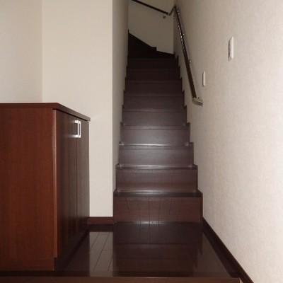 玄関開けると階段♪リビングへGO!