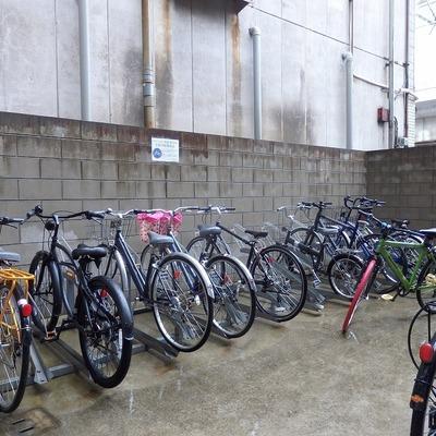 駐輪場には屋根はありません。
