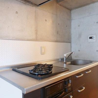 キッチンは2口のグリル付きガスコンロ!