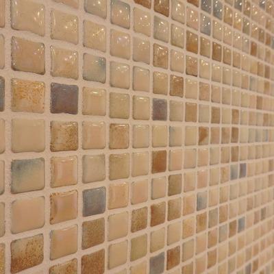 ベランダ側の壁はランダムタイルがおしゃれ。