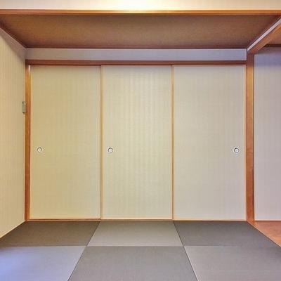 和室に戻って。引き戸を閉めれば、しっかり空間を区切れますよ◎