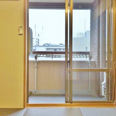和室、洋室それぞれからバルコニーに出ることができます。