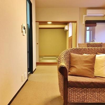 リビングのお隣に和室があります。