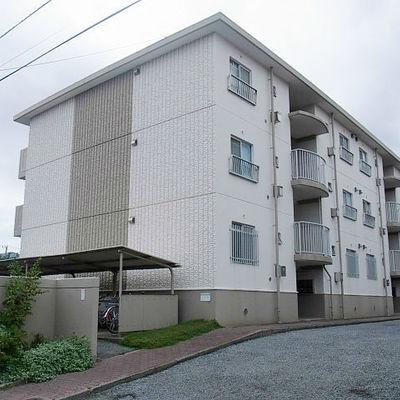 3階建ての低層マンションです