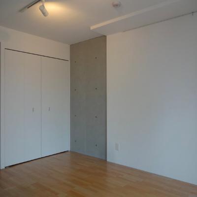 天井にはライティングレール※別部屋の写真です