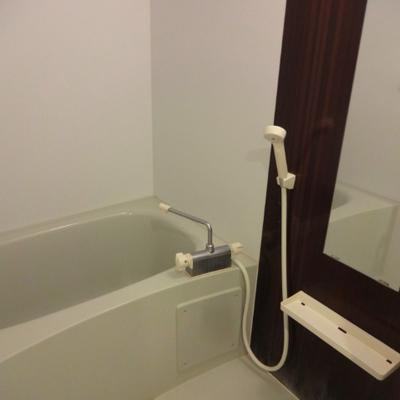 シンプルなお風呂※別部屋の写真です