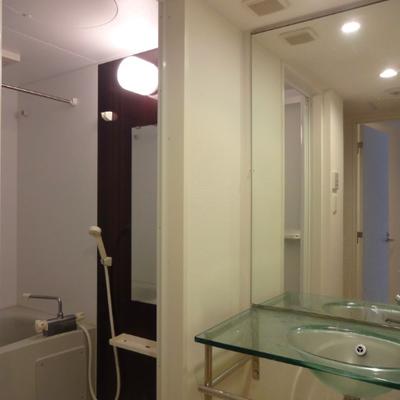 独立洗面台がオシャレです※別部屋の写真です