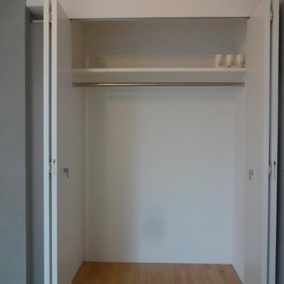 収納もしっかりあります。※別部屋の写真です