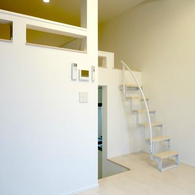 小さい階段が可愛らしい