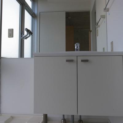 独立洗面台も大きめです。