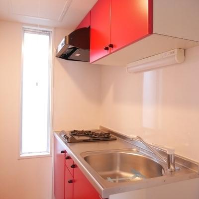 赤いキッチン素敵
