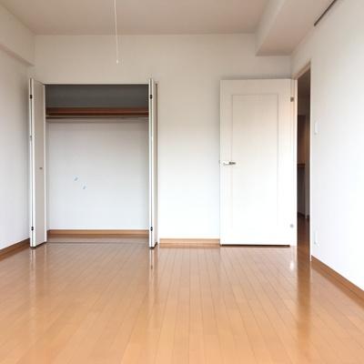 8.2帖の寝室。収納はこんな感じです!