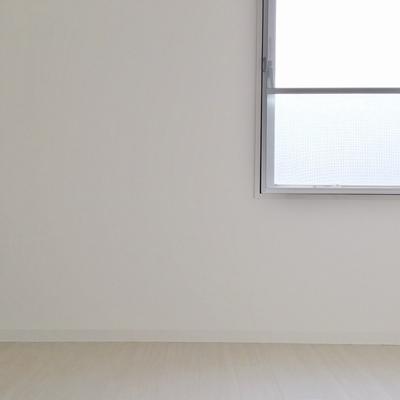 洋室にも窓があるので、こちらも明るい◎