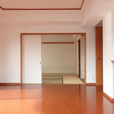 リビングの隣は和室です。まったりしましょう!