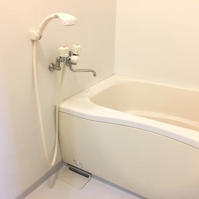 お風呂はシンプル&コンパクト