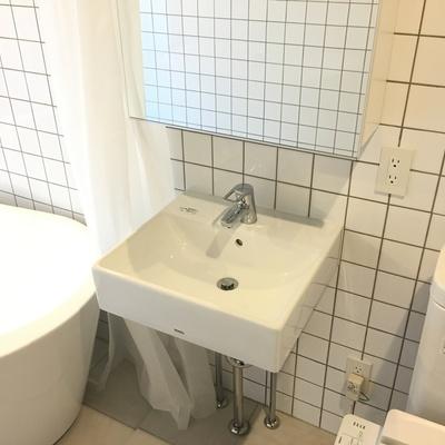 洗面台はコンパクト。クールです