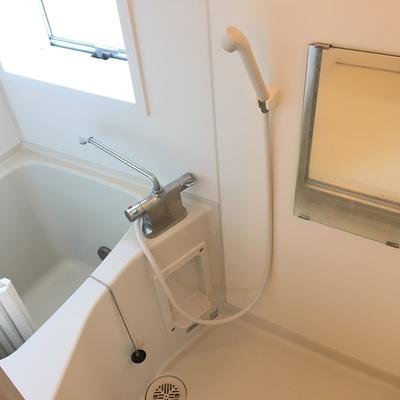 バスルーム。小さい!窓付き嬉しいです