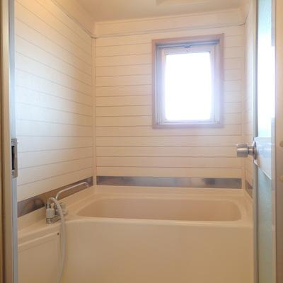 浴室にも窓あり!