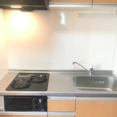 キッチンは二口ガスコンロ!スペースもゆったり