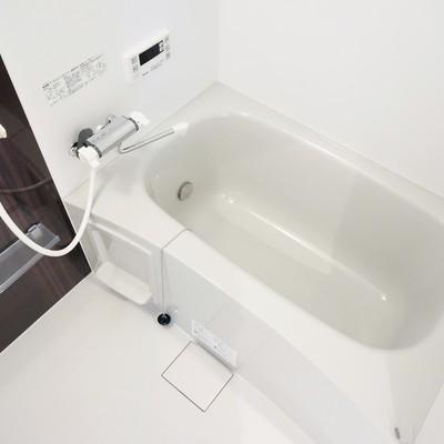 お風呂は広々、追い焚き機能付き!