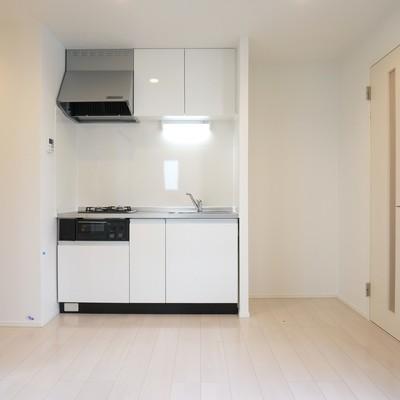 キッチン横に冷蔵庫スペース有り