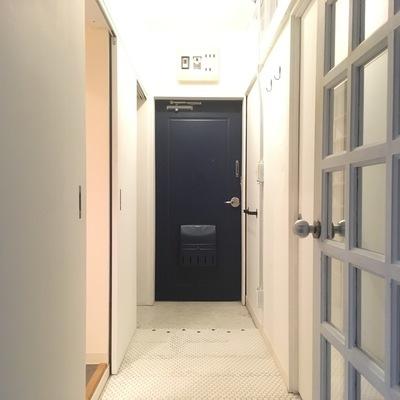玄関スペースも広々です♪
