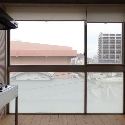 窓が大きくて開放感バツグン!※写真は同タイプの間取の別部屋