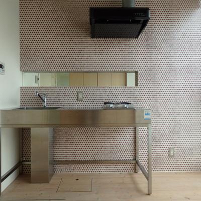 かわいい色のキッチンタイル。※写真は同タイプの間取の別部屋