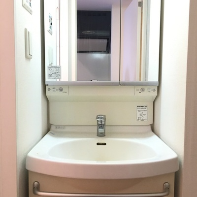 洗面台はしっかりと。使いやすいシンプルなタイプ!