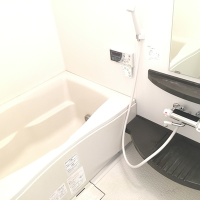 ゆったりとしたバスルーム。