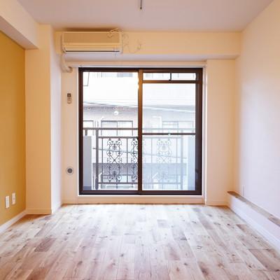 オークの無垢床がいい色合い◎※写真は前回募集時のものです