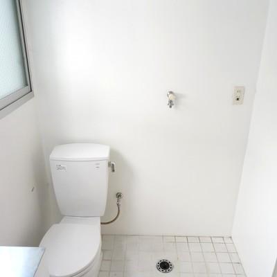 室内洗濯機置き場(浴室乾燥機付) ※写真は同間取り別部屋のものです。